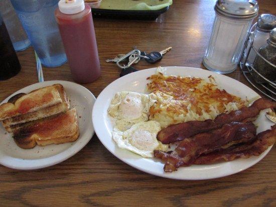 Brawley, Kalifornia: Breakfast was huge...and tasty...