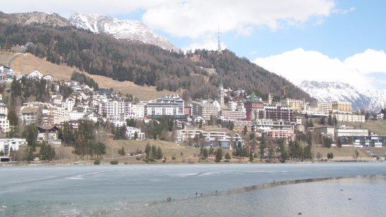 Club Med Saint Moritz Roi Soleil: Waking distance from St. Moritz Dorf.
