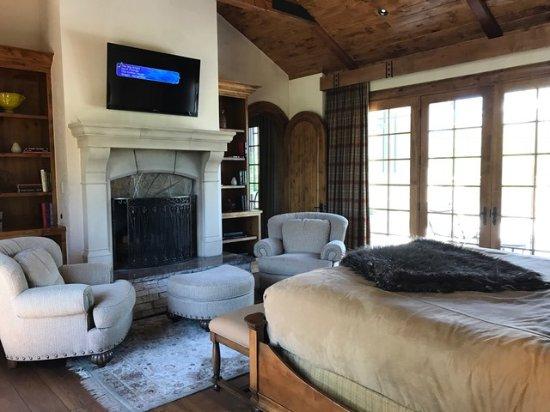 The Inn At Dos Brisas: Hacienda Bedroom