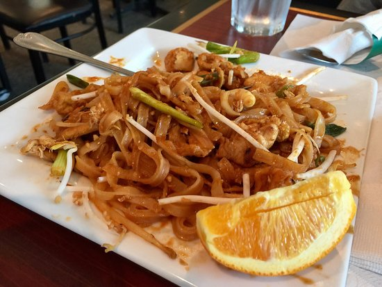 Zeeland, MI: The crab Rangoon was really good. The pad tai curry was very good as well. We had the tiger stea
