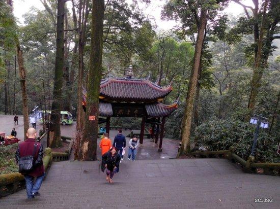Emeishan, China: Fuhu Temple