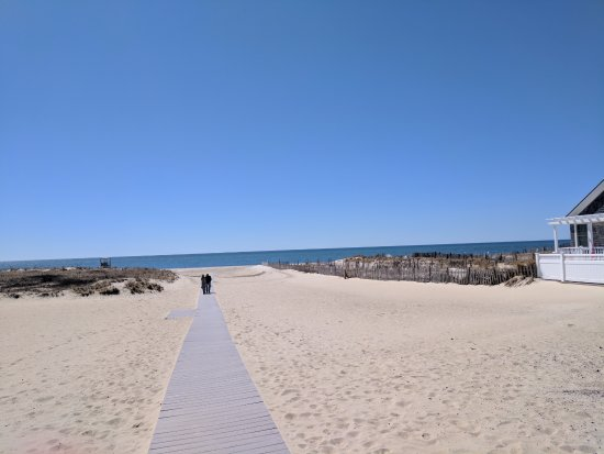 Harwich, MA: Bank Street Beach from parking lot