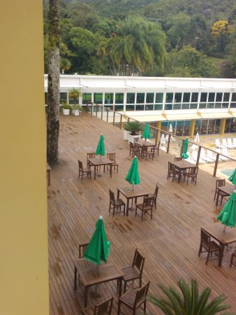 Plaza Caldas Da Imperatriz Resort & Spa : Deck do restaurante com vista para uma das piscinas