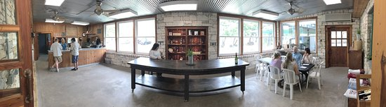 Dry Comal Creek Vineyards: photo4.jpg
