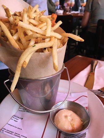 Photo of American Restaurant Simmzy's at 229 Manhattan Beach Blvd, Manhattan Beach, CA 90266, United States