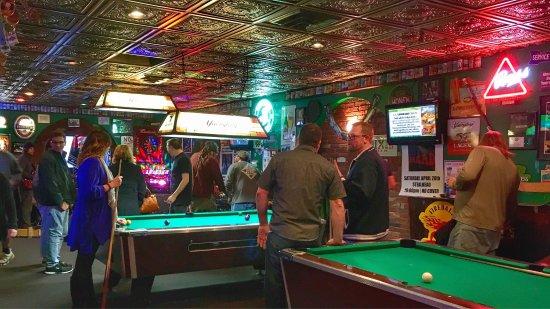 ซิมสบิวรี, คอนเน็กติกัต: Bar scene