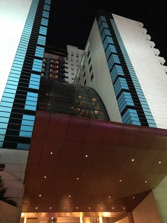 FX Hotel Metrolink Makkasan: 飯店離mrt有點距離,炎熱的天氣建議搭taxi約50泰銖,飯店服務人員非常熱心,整潔的環境讓人感到舒適,若為來此採購的遊客不建議入住,離商場距離較遠。