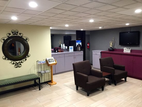 Elizabeth City, NC: Lobby Area