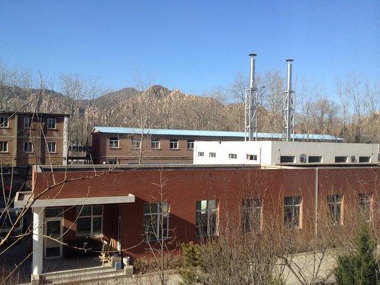 Yangfang Dadu Hotel: Pemandangan bukit dan pepohonan dari kamar