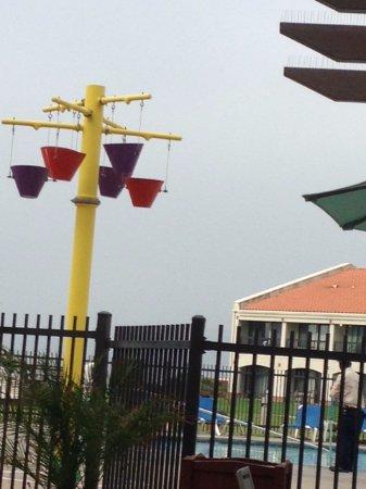 Navy Lodge North Island Naval Air Station: Splash pad and pool area at Navy Lodge North Island, Coronado CA