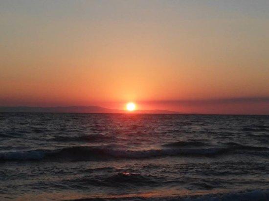 Amaliada, Grecia: ηλιοβασίλεμα στην παραλία της κουρούτας