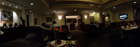 Le Royal Meridien Chennai : Snacks and drinks in the royal club