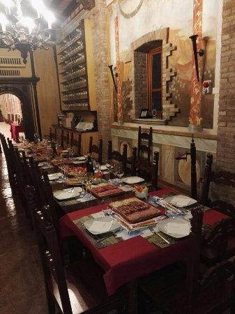 Cantina Borgo la Caccia: la tavola imbadita