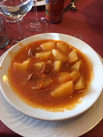 Astun, Spanien: Le ragout de pommes de terre et chorizo