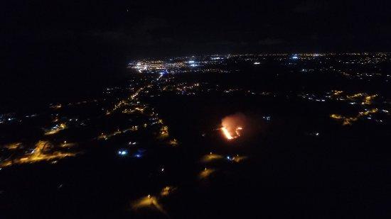 le moule by night avec champ de cannes en feu picture of le moule grande terre island. Black Bedroom Furniture Sets. Home Design Ideas