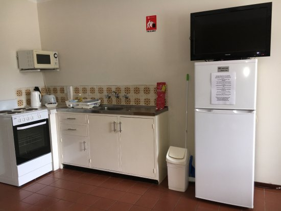 1 Bedroom Unit Fully Equipped Kitchen Full Sized Fridge Freezer