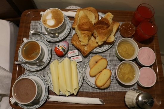 Hotel De Monti: The full Monti breakfast