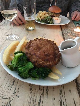 Dunwich, UK: Turkey pie