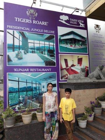 Hotel Tigers Roare' : hotel front