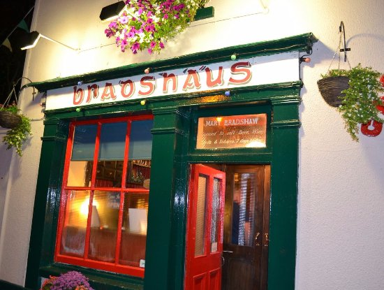 Castleconnell, Irland: Bradshaws by night.