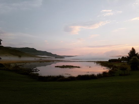 Himeville, جنوب أفريقيا: The view from our bedroom door - Sunset Lodge