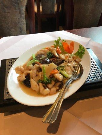 Annweiler am Trifels, Tyskland: Hühnerfleisch mit Bambus und chinesischen Pilzen, ohne Sojasauce. Schmeckt sensationell!!!