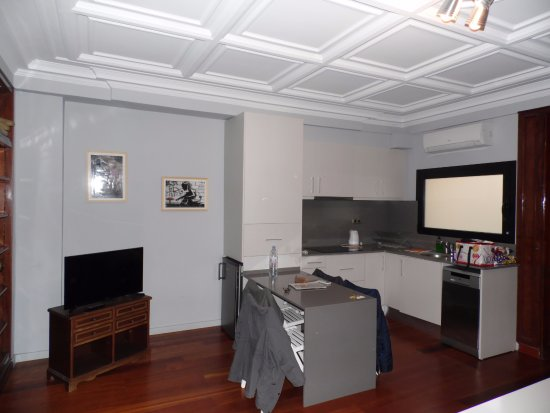 espace cuisine dans le salon, cuisine américaine - Picture of Bird ...