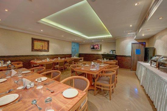 Palm Beach Hotel: Windows Coffee Shop