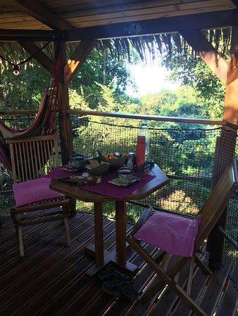 Habitation Getz : Zoé Cabane, sur le deck, petit déjeuné