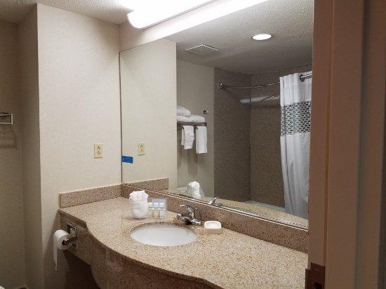 Hampton Inn Houston Pearland: 20170407_110014_large.jpg