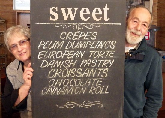 Elgin, Καναδάς: Ilona Deicsics and Tamas Brummer hosts welcome guests of Savoury and Sweet