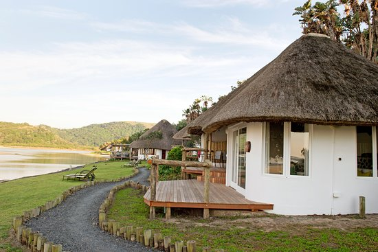 Umngazi River Bungalows & Spa: Bungalows at the water edge