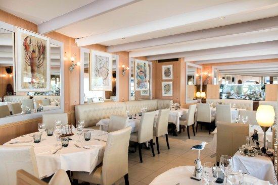 Salle manger int rieure restaurant albert 1er for Restaurant salle a manger