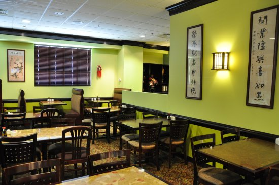 Murray, KY: One of our many clean dining room sections.