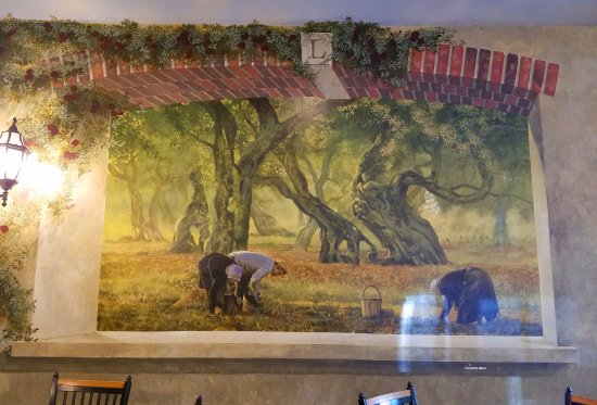 Vineland, Νιού Τζέρσεϊ: Beautiful murals adorn all the walls