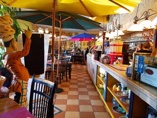 Vineland, Nueva Jersey: Colorful umbrellas give this a festive feeling