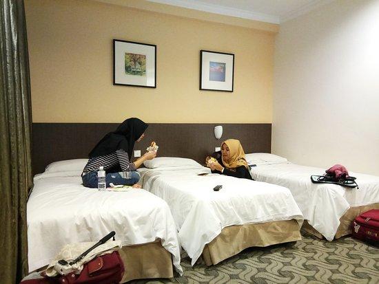 YMCA Hostel: Ruangan family sharing bath room