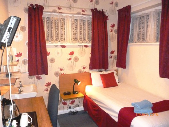 Grange Lodge Hotel : Basic single room