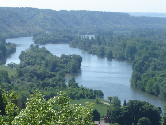 view of the Seine from Amfreville-sous-les-Monts © Robert Bovington
