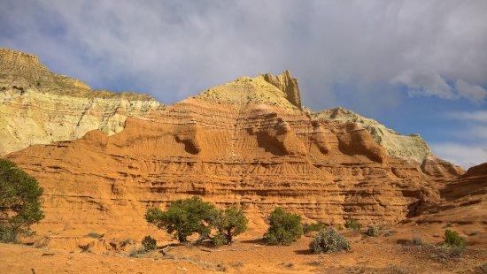 Cannonville, Utah: Cliffs