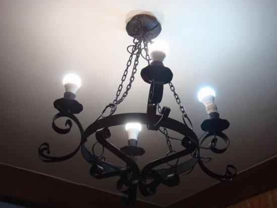 Atienza, Hiszpania: Lámpara del comedor
