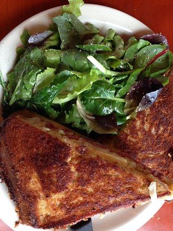 Langley, WA: Reuben and salad. So good !