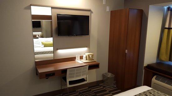 Microtel Inn & Suites by Wyndham Bellevue: Single Queen Guestroom