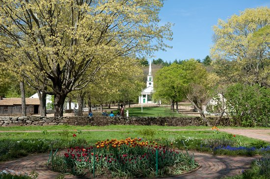 Sturbridge, MA: Spring on the Village Common