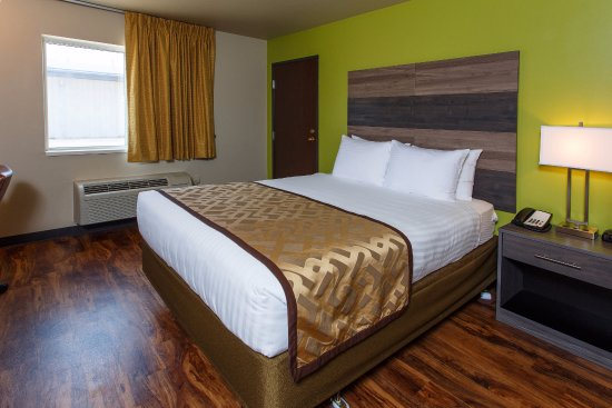 Hotel J Green Bay: ADA Accessible Room - One Queen Bed