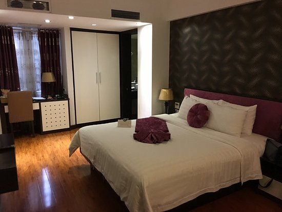 Golden Sun Suites Hotel: photo0.jpg