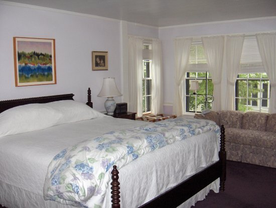 Lavender Room with King Bed - All rooms have private bathrooms en suite.