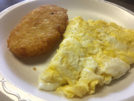 คลินตัน, เทนเนสซี: These are scrambled eggs with hash browns on styrofoam plates