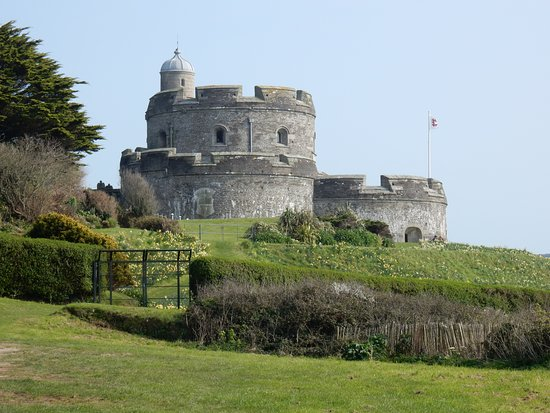 St Mawes, UK: A view of St. Mawes castle from the lower car park