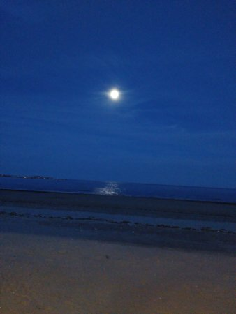 Revere, MA: Moon over the beach...